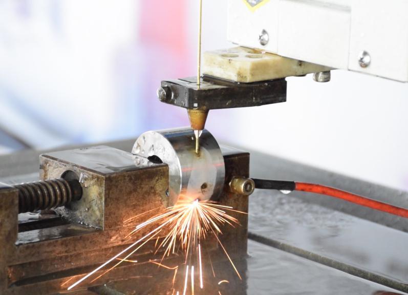 如何在难加工材料、曲面、斜面等异形面穿孔加工